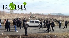 Residents of Seven Villages Blocked Yerevan-Aparan Road Because of SHPP Construction