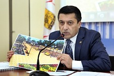 A Municipality Official Disagreeing with the Statements on Landscaping in Yerevan at the Press Conference