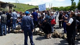 Goght Residents Blocked Goght Yerevan Road: Demanding To Stop Geghardalitch Gravity Irrigation System Project
