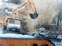 "Alarm Signal: ""Shant-Seyran"" LLC Destroying Martuni Riverbed Flowing into Lake Sevan – Digging Sand Out and Breakstone"