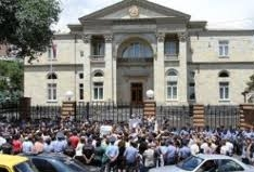 Protest Demonstration In Front of Presidential Seat: Public Doesn't Want to Accept Unlawfulness