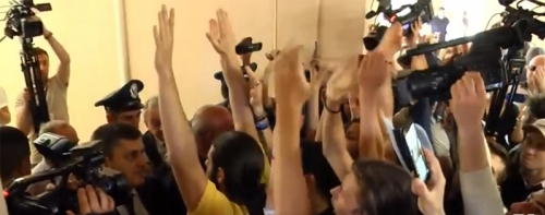 Tense Situation in Yerevan Municipality: Protester Demanding Taron Margaryan Come Out To See Them