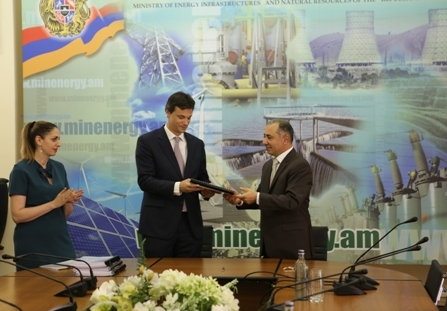 'Masrik 1' Solar Power Plant Construction Agreement Signed