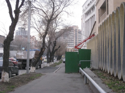 Green Zone Turning into Parking Lot With Knowledge of Yerevan Municipality